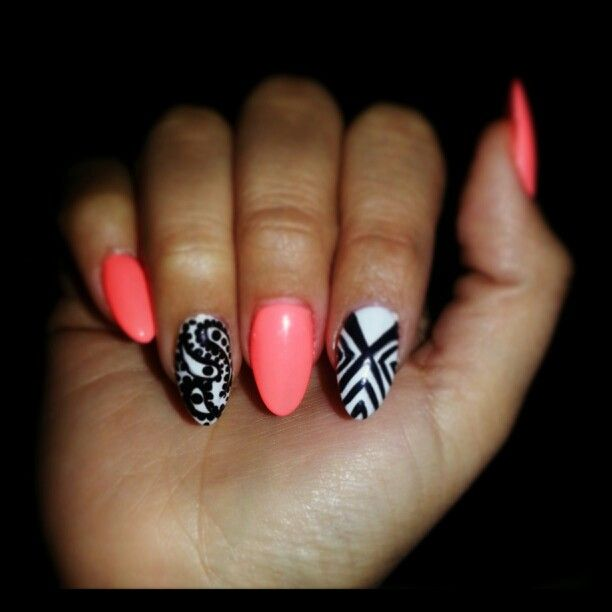 Corral nails, oval nails, nail art...