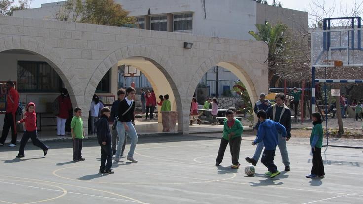 La visita a la escuela Valle de Agua donde niños Judíos y Musulmanes comparten las aulas escolares fue una de las experiencias que vivieron durante su viaje a Israel los ecuatorianos.