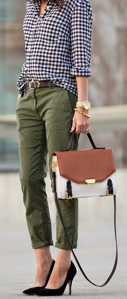 Street style | Casual shirt, khaki pants, black heels and a handbag