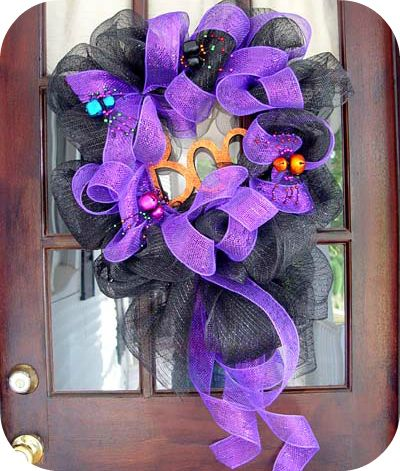 How to make over 80 different wreaths.: Wreath Idea, Halloween Mesh Wreath, 88 Wreath, Halloween Wreaths, Mesh Wreaths, Wreath Tutorial, Deco Mesh