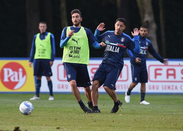 Danilo Cataldi (L) and  Gianluca Lapadula of Italy in action during a training session at Milanello on November 13, 2016 in Cairate, Italy.
