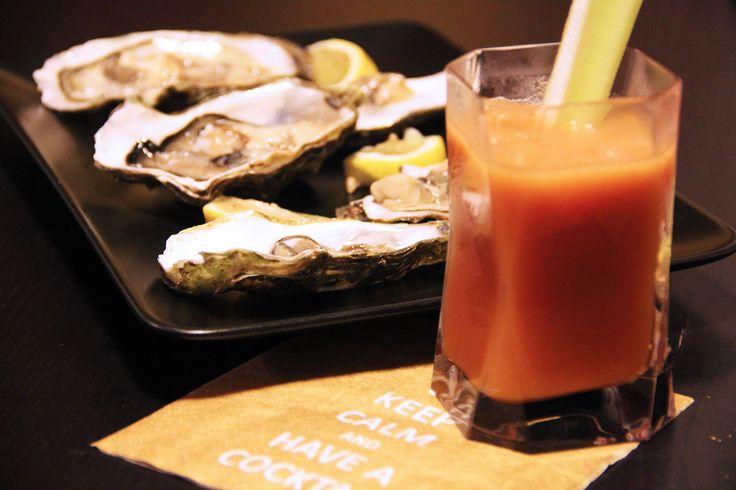 """BLOODY MARY con OSTRICHE Per la ricetta www.acquolinainblog.com #Keepcalm and #haveacocktail! Oggi vi propongo un #cocktail molto particolare, dal gusto deciso, ottimo per un buon #aperitivo! Il #Bloodymary è un cocktail a base di #pomodoro e #vodka, si presta molto bene per essere sorseggiato ed accompagnato con dei carpacci di pesce o perchè no, per fare più gli """"chic""""con delle buonissime #ostriche #homemade #spicy #tasty #drink #aperitivando…"""