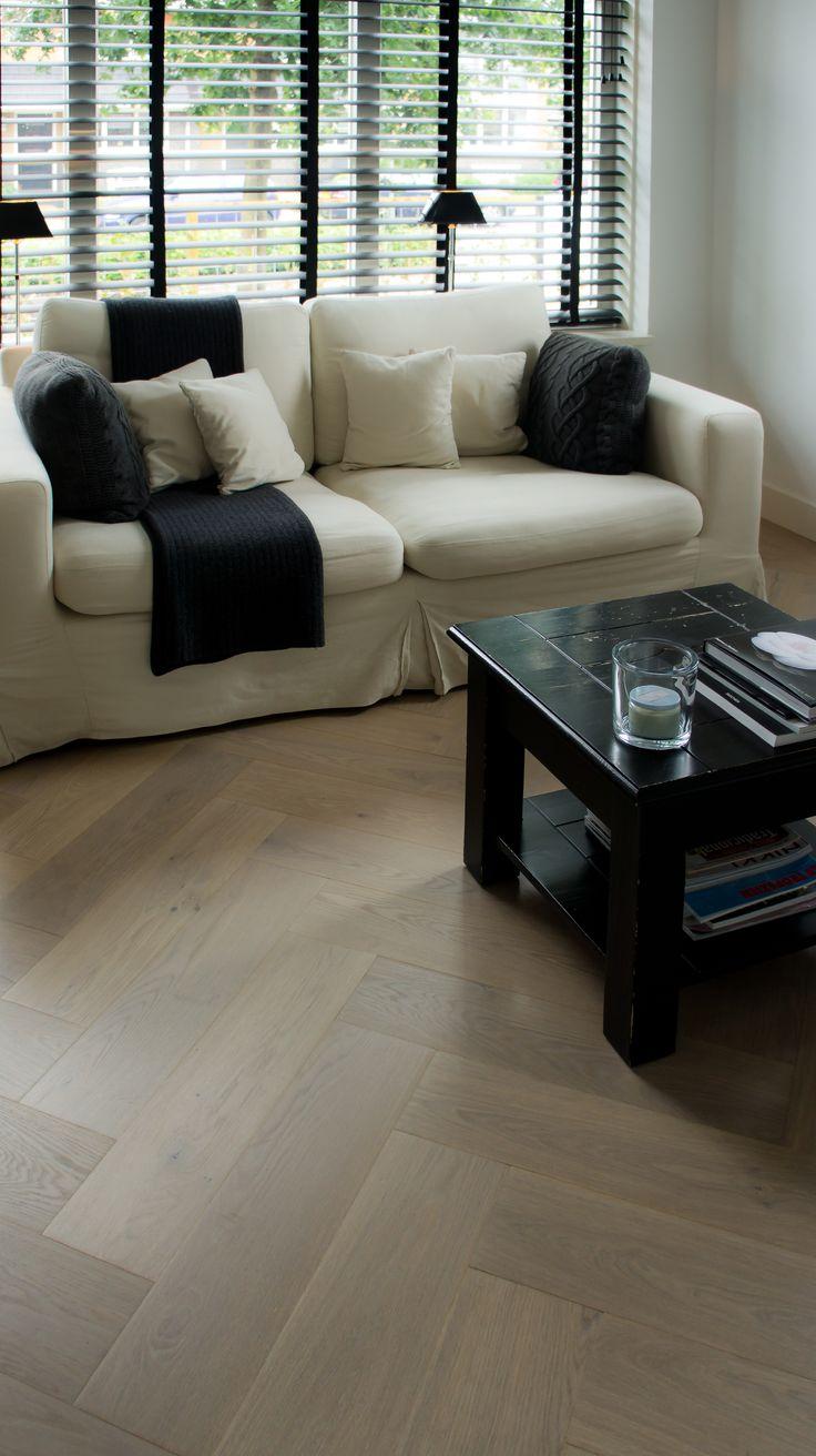 MoreFloors - vloeren Breda - Parket en reuze visgraat 4-9 x 160 x 164 mm licht gerookt + wit gerookt