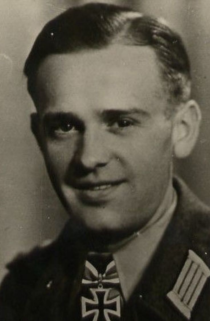 ✠ Kurt Zitzen (25.03.1916 - 24.08.1993) RK 04.08.1943, Oberleutnant d.R., Chef 2./Stug.Abt 177