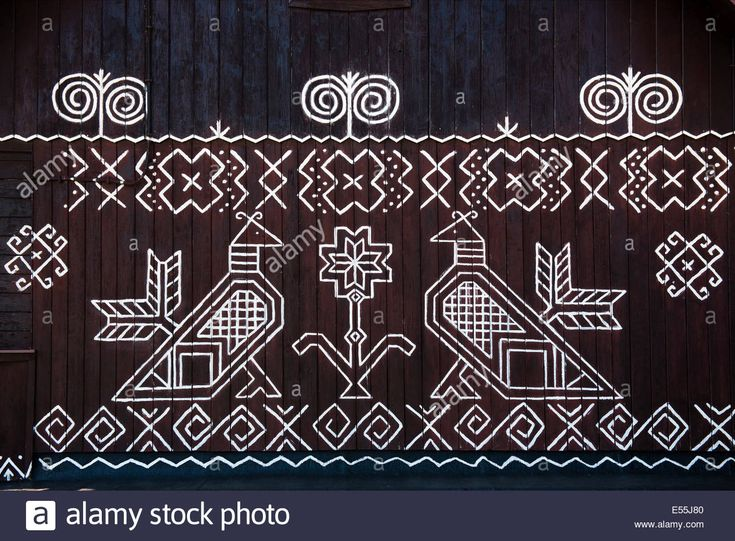 Download this stock image: painted pattern on side of log house in Cicmany, UNESCO World Heritage Site, Slovakia - E55J80 from Alamy's library of millions of high resolution stock photos, illustrations and vectors.