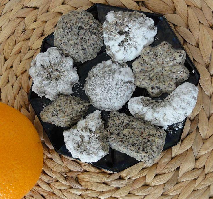 Makové pracny | recept. Netradiční pečivo do formiček pro milovníky máku. Chutná jako maková náplň do koláčů, je křehké a mák