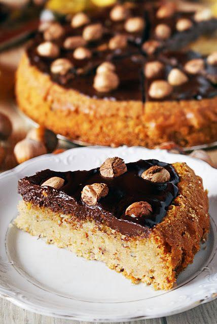 Ciasto miodowe z orzechami laskowymi
