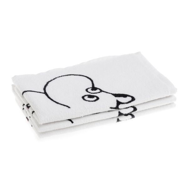 Fresh and clean, the Moomintroll towel makes your bath moments enjoyable. All white with black and red details, makes it easy to combine in the bathroom. The Moomin-towels are inspired by Tove Jansson's original drawings and are authentic ©Moomin Characters™ licensed products.