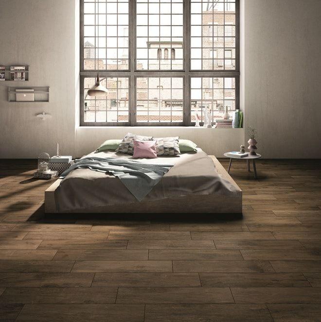 Tegels in de slaapkamer: met deze planken tegels heeft u de uitstraling van echte planken, maar het gemak van echte tegels. Prachtig keramisch parket!