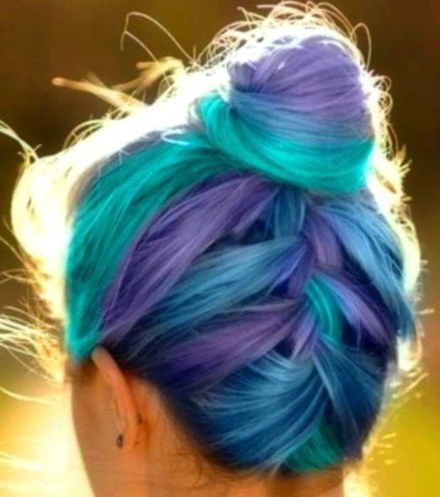 En chignon, toutes les subtilités des cheveux galaxy se révèlent