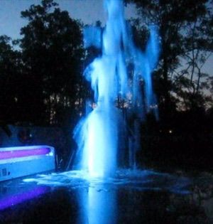 Make a Glow-in-the-Dark Fountain with Mentos and Tonic Water: How the Glow in the Dark Mentos & Tonic Water Fountain Works