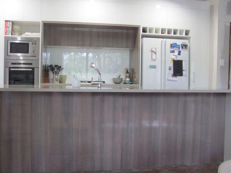 Kitchen in laminex divine oak 39 silk 39 to bar front for Laminex kitchen designs
