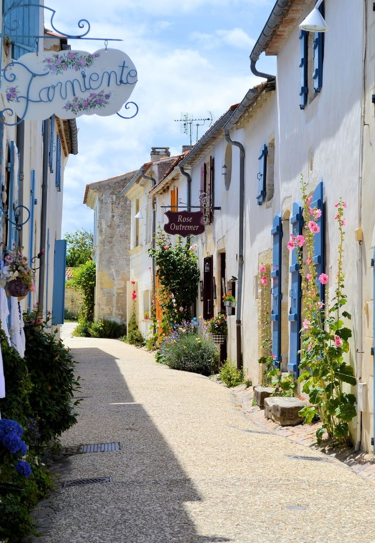 The Flower District (City of Crowns inspiration) - Talmont-sur-Gironde #CharenteMaritime #France
