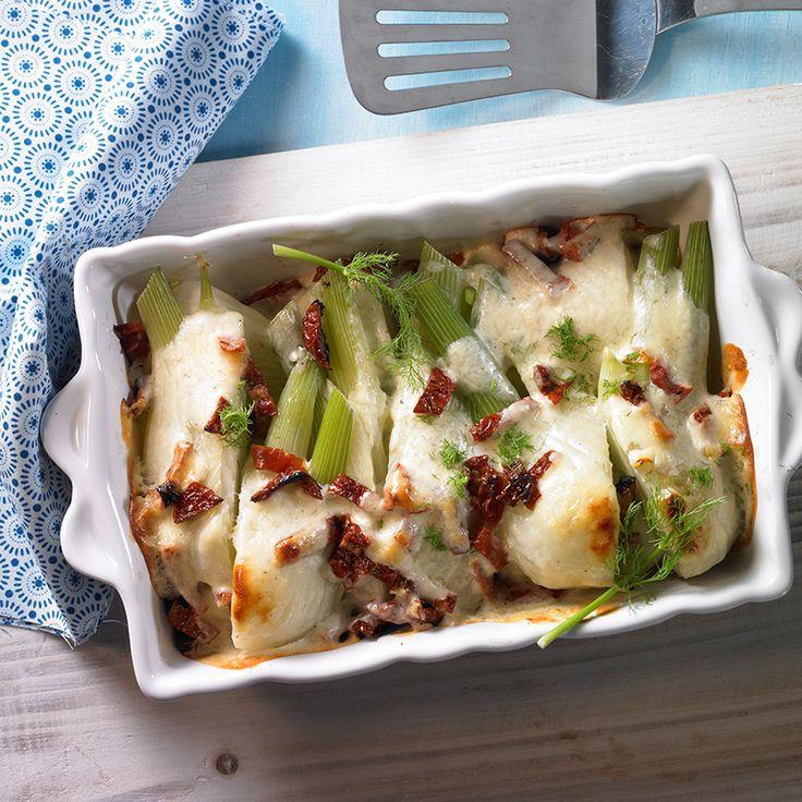 Mit Parmesan überbackener Fenchel als Beilage zu kurzgebratenem Fleisch oder Fisch