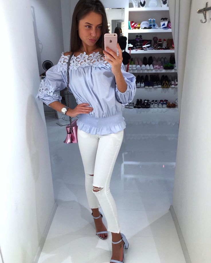 New  Джинсы skinny белые/черные/розовые очень нежная блузка кружево  в белом и голубом цвете. Босоножки голубые/розовые/желтые сумочка розовая  для заказа и информации ☎️+79260464670whatsapp,Viber