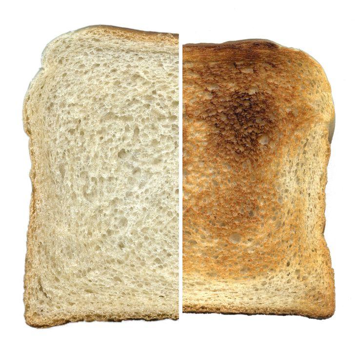 #多士(#Toast),西方 #麪包,在歐式早餐中常見。主要成份為中筋麵粉、酵母粉、糖、鹽、蛋白(用於焗出多士上方金黃色的外皮)。經由攝氏約190度的焗爐,焗約30分鐘,出爐後冷卻切片。麪包經過加熱後,表面逐漸變成褐色。這種變化過程稱為美拉德反應。溫度高時較為鬆軟好吃,低溫的狀態下會變硬,風味口感會差很多。