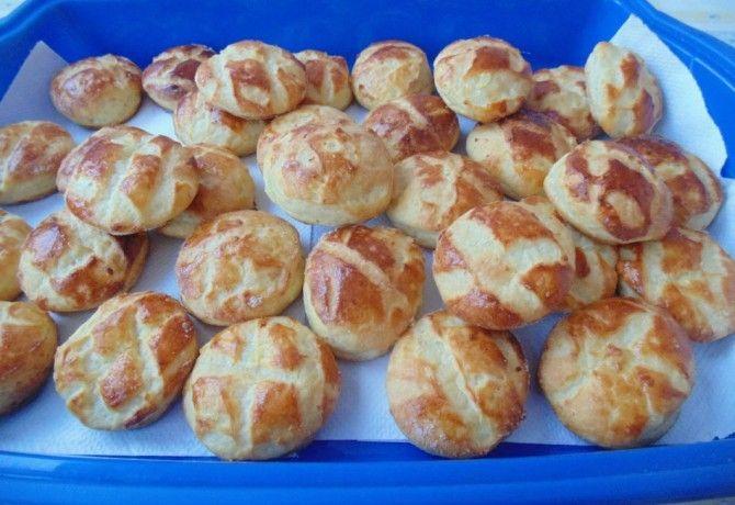 Kelt krumplis pogácsa recept képpel. Hozzávalók és az elkészítés részletes leírása. A kelt krumplis pogácsa elkészítési ideje: 35 perc