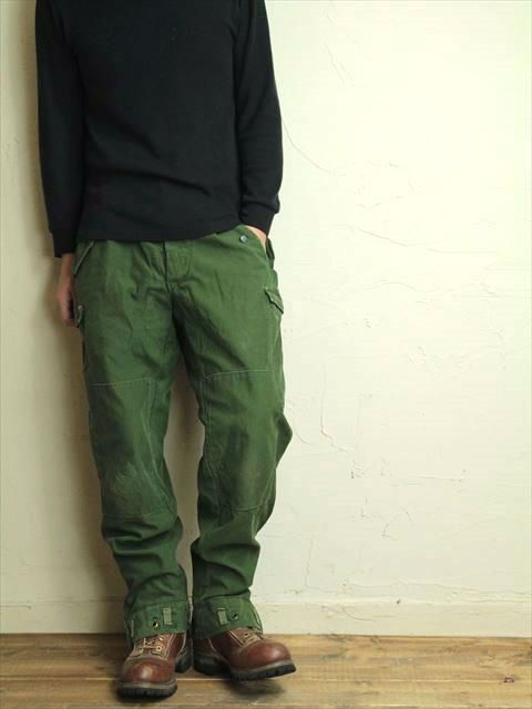 Vintage Swedish army M59 trousers green khaki by ChevaldeGuerre