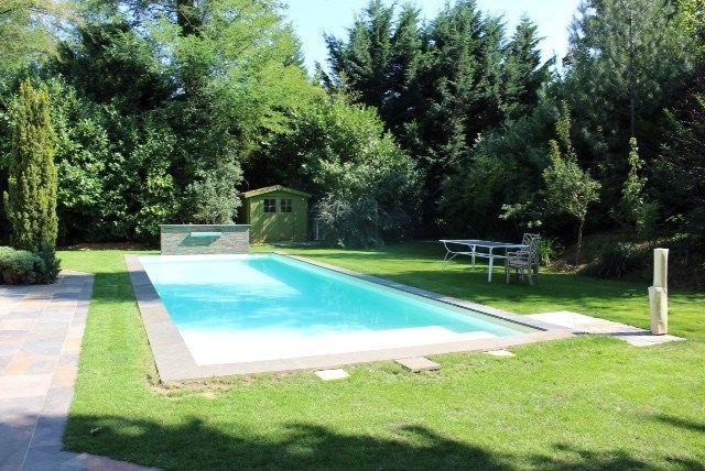 Magnifique propriété à vendre chez Capifrance à La Pomponnette.    Belle maison contemporaine de 400 m² composée de 9 pièces dont 5 chambres.    Plus d'infos > Stanislas Robet, conseiller immobilier Capifrance.