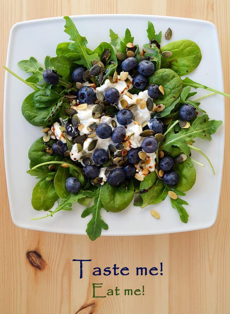 Taste me! Eat me!: Wpuść wiosnę do kuchni – lekka sałatka z rukolą, s...