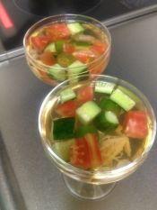 楽天が運営する楽天レシピ。ユーザーさんが投稿した「白だしで夏野菜のゼリー寄せ」のレシピページです。黄色・緑・赤の彩鮮やかなゼリー寄せ。夏にピッタリのひと品です。。夏野菜のゼリー寄せ。茹でたオクラ,プチトマト,黄パプリカ,白だし(ヤマサ昆布つゆ白だし使用),水,●粉ゼラチン,●水,生姜しぼり汁