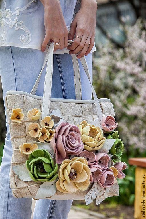 Fleurs – купить или заказать в интернет-магазине на Ярмарке Мастеров | Большая вместительная сумка сплетена из войлочных…