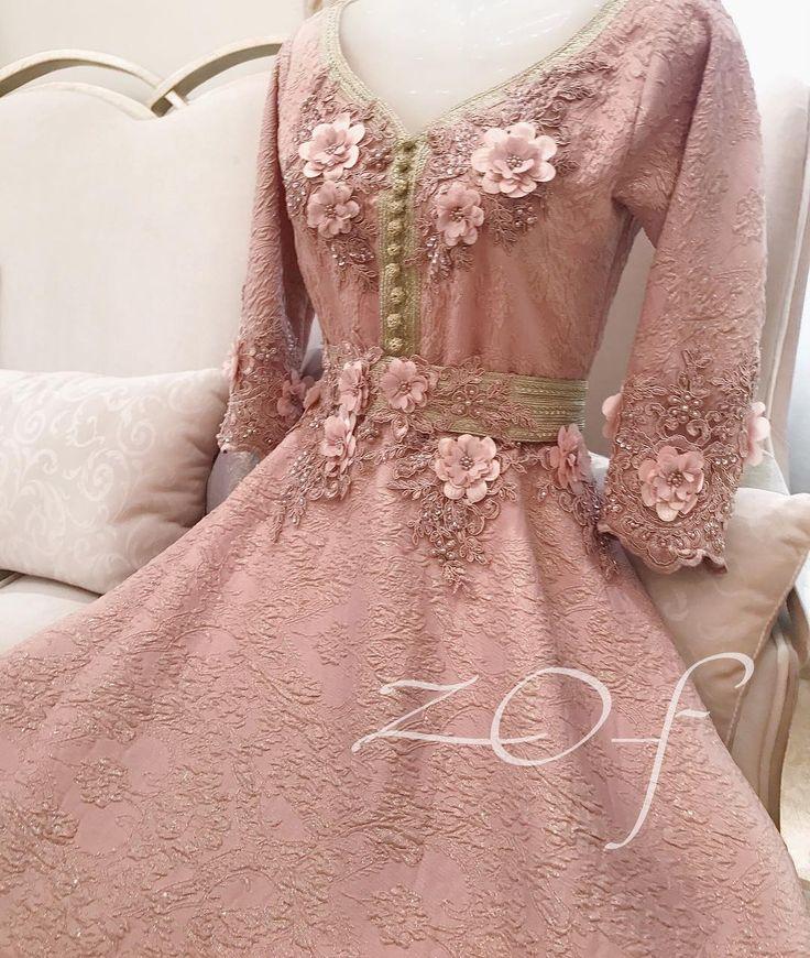 ✖️✖️SOLD OUT ✖️✖️SOLD OUT ✖️✖️ ✖️✖️SOLD OUT ✖️✖️SOLD OUT ✖️✖️ . من أحدث تصاميمي ستايل #مغربي بلون الاوف وايت الراقي ع شكل #فستان من كولكشن #عيد_الاضحي ، جاهز للتسليم للطلب التواصل ع الواتساب فقط . Price :1150 Dhs Size: S , M , L . #fashion #design #pearl #elegant #classy #off_withe #moroccan_caftan #dresses #style #classic #Princes #haute_couture #outfit #moda #chic #jalabyah #instafashion #dress #uae #velvet #red