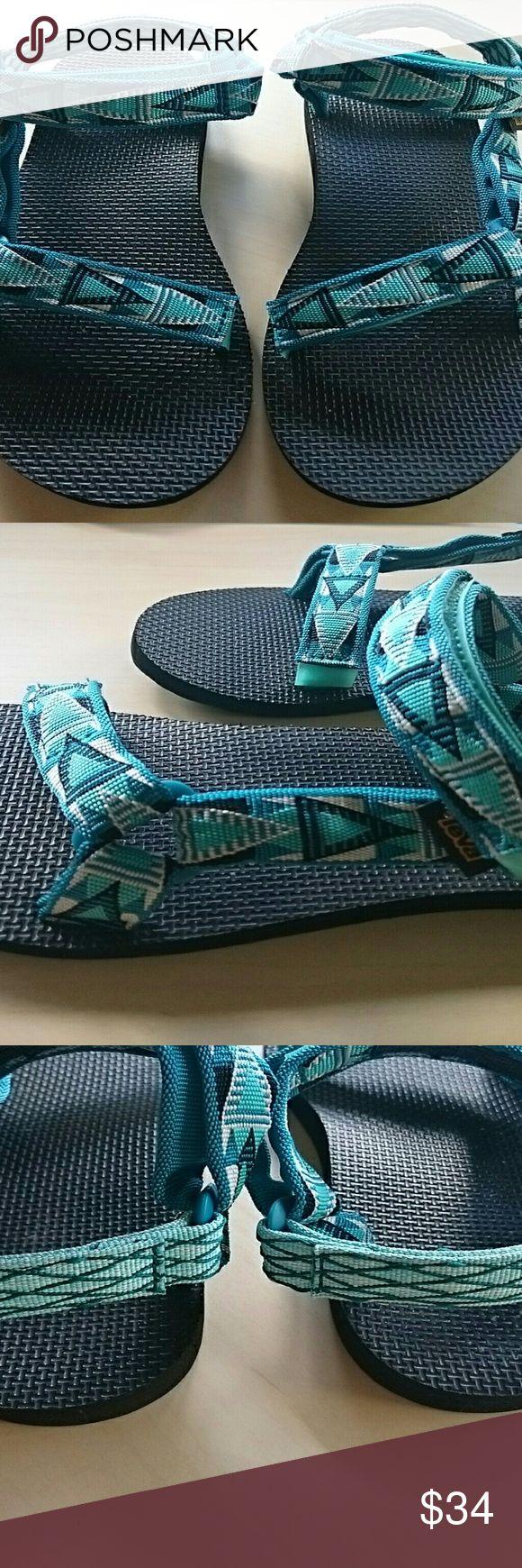 TEVA ORIGINALS TEAL GREEN SANDALS ARTIST SERIES Very nice pair of Teva Sandals teal green women 8 New Teva Shoes Sandals