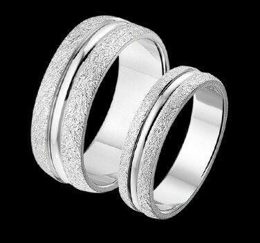 Hopeisia kihlasormuksia. Engagement rings made in silver.