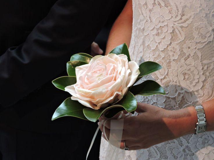 Moustakas flowers-Rosemelia bridal bouquet with manolia leaves #rosemelia #glamelia #manolia #roses #uniguebridal bouquet #elegant