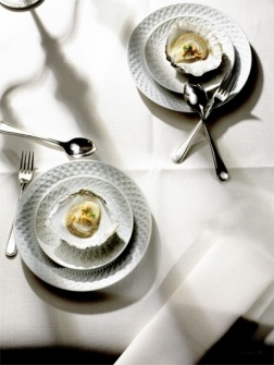 Zeeuwse oester met gekarameliseerde pinda's en chili