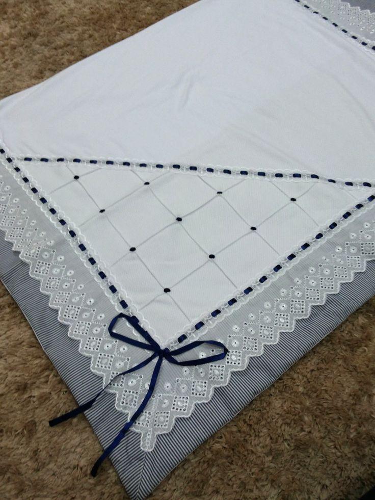 Linda manta de malha dupla inglesa com barrados em tecido tricoline com lese Branca  Totalmente sofisticada!!!  Medindo 1.00x1.00  100%algodão