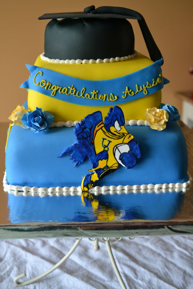 University of Delaware graduation cake with hand painted ...