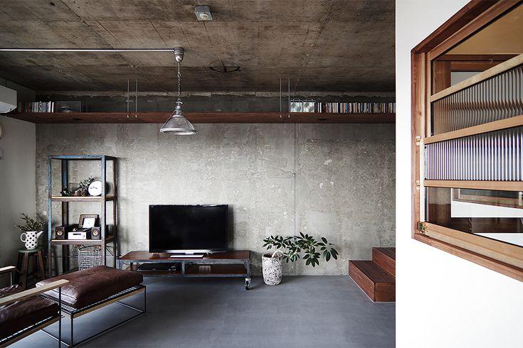 リビングの床はモールテックス。  by EIGHT DESIGN