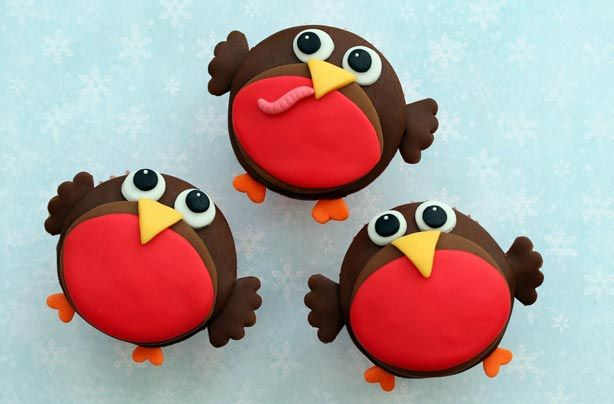 Made exclusively for goodtoknow Recipes, Victoria Threader's cute robin cupcakes make a lovely festive treat. Give your cakes bags of character with this fun design