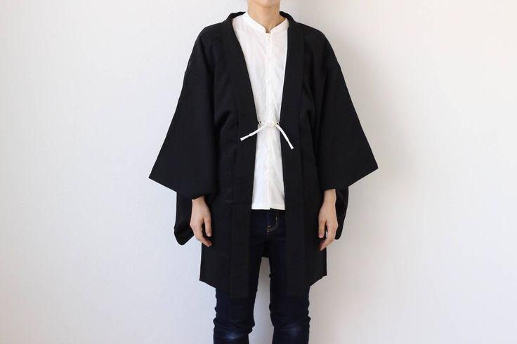 Etsy のblack silk kimono jacket, Japanese kimono, Haori, short robe, minimalist /1560(ショップ名:LitreJapan)