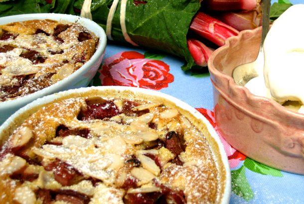 Rabarber Clafouti - en fransk äggakaka | Recept.nu