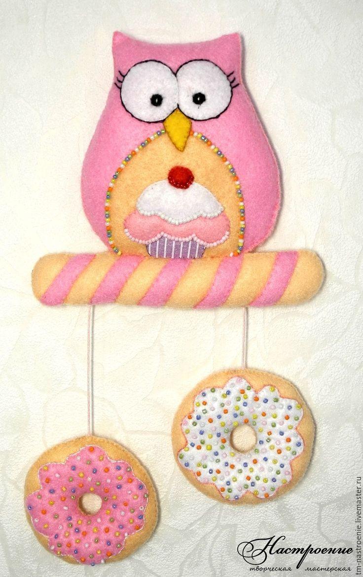 Купить Подвеска из фетра Сова с пончиками - сова, подвеска, пирожное, вкусняшка, пончики, пончик