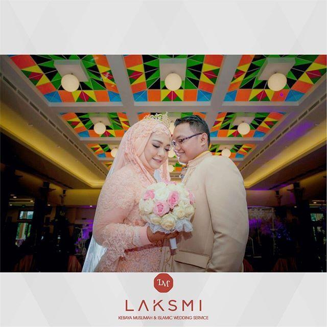Berdiri berdampingan dengan kekasih hati yang kini menjadi pasangan halalmu  Mengenakan pakaian terbaik, riasan tercantik agar semua mata berdecak kagum memandangmu  .  Jadilah pasangan berbahagia dengan busana pengantin islami @kebayalaksmi  .  .    #laksmi #laksmikebayamuslimah #kebayalaksmi #laskmiislamicweddingservice #laksmigown #kebayamuslimah #kebaya #muslimahwedding #vendorwedding #weddingku #muslim #muslimah