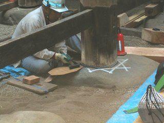 3>IMG_4001 :: 羽黒神社 柱根継ぎ 木 及び鉛 での作業完了   2009 10 17