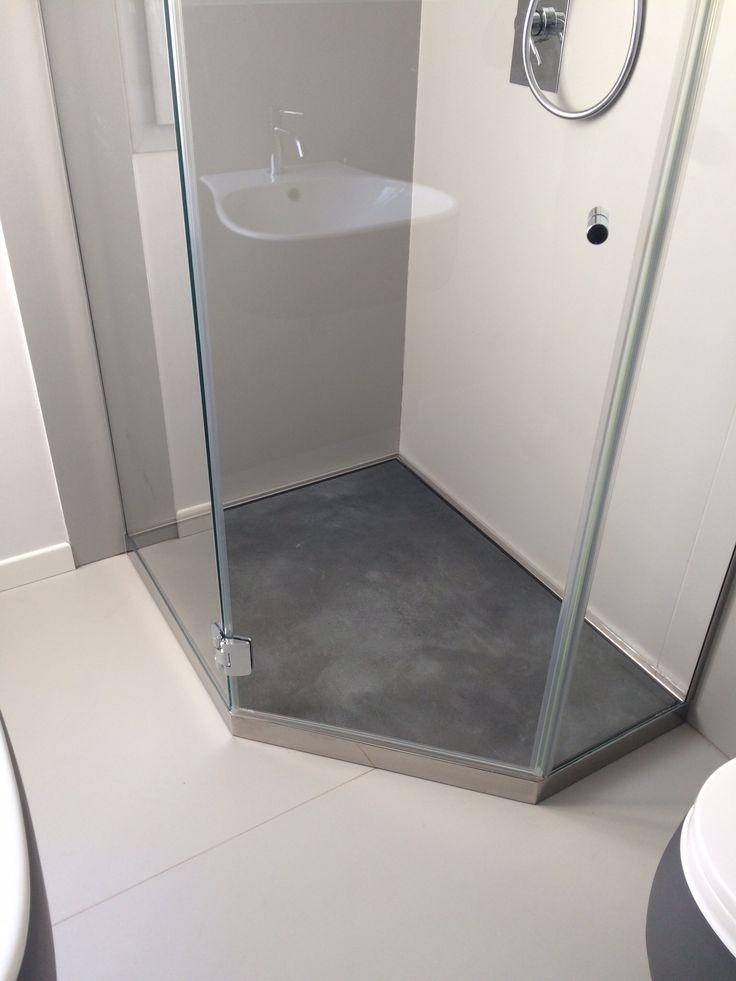 Piatto doccia P DRENO PLUS Linea Penta creato su misura per avere più spazio nella stanza da bagno.. By SILVERPLAT