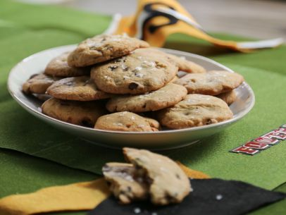 Salted Caramel Chocolate Chip Cookies Recipe : Valerie Bertinelli : Food Network