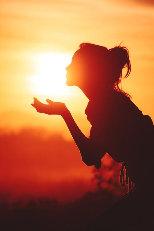 Mon éclat de soleil,'je te souhaite une bonne nuit, j'essaierai de venir troubler tes rêves en pensant très fort à toi Vivement demain matin ❤️💋❤️💋