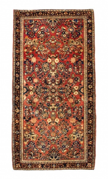 American Sarouk, also called reimport Kashan, belong to the most valuable Oriental and most famous carpets of the Orient. Production stopped in the early 19th century. Armenian merchants produced these carpets roughly from 1880 to 1930. Especially for their production, they arranged for the importation of the probably most valuable wool, silk-like Manchester wool.