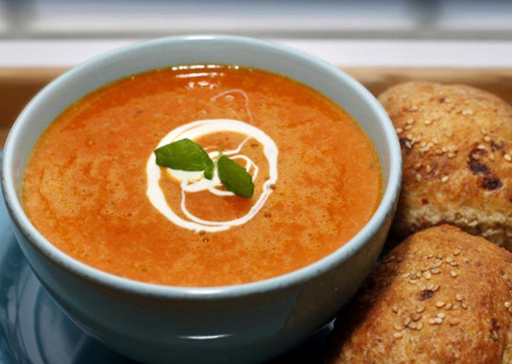 Prøv denne oppskriften på varmende gulrotsuppe smakt til med ingefær. Tips: For en mer fyldig suppe kan du tilsette stekte strimler av rent svinekjøtt eller kyllingkjøtt. Kilde: Fædrelandsvennen