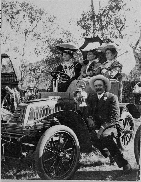 023714PD: Seated on 1904 De Dion Bouton. Seated, L-R: Miss E. Cuttrell, Mrs G. Lionel Throssell, Miss Daisy Throssell (later Mrs J. Callaghan). Seated on running board - Mr G. Lionel Throssell, 1905 https://encore.slwa.wa.gov.au/iii/encore/record/C__Rb2623534