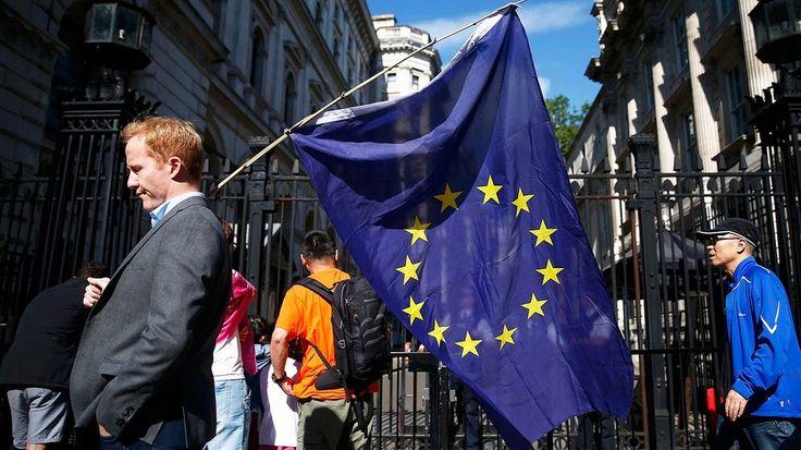 Mann mit Europaflagge nach dem Brexitvotum | Bild: Reuters (RNSP)