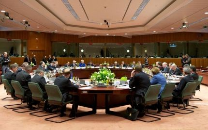 Στο Λουξεμβούργο θα συνεδριάσουν διαδοχικά, σήμερα το πρωί, το Euro Working Group, για να κρίνει αν έχουν επαρκώς ολοκληρωθεί τα προαπαιτούμενα, το δι...