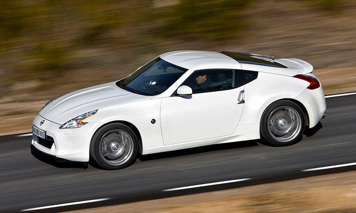 Nissan 370Z Nissan ha reducido en 13 200 euros el precio de este cupé de dos plazas con motor de gasolina de 328 caballos. Ahora está en venta por 32 900 euros. No hay ninguna alternativa más asequible.