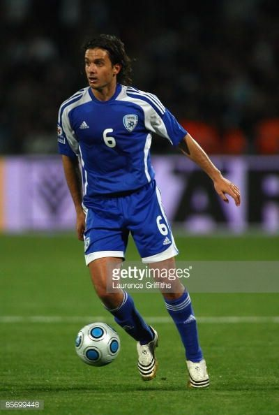 dedi-ben-dayan-of-israel-in-action-duing-the-fifa-2010-world-cup-picture-id85699448 (400×594)
